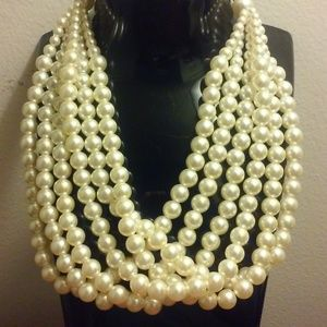 Stunning Short Pearl Multi-Bead Necklace